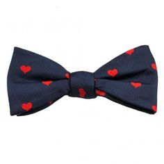 Navy Red Hearts Men's Silk Bow Tie (1.190 RUB) ❤ liked on Polyvore featuring men's fashion, men's accessories, men's neckwear, bow ties, mens ties, mens bow ties, mens navy tie, mens silk ties and mens silk bow ties