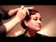 Vintage Hairstyles How to Make Fabulous Flapper Finger Waves : A Chic Hair Style Tutorial Video Finger Waves Tutorial, Medium Hair Styles, Short Hair Styles, Flapper Hair, 20s Hair, Marcel Waves, Finger Wave Hair, Retro Hairstyles, Up Girl