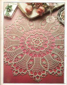 Magic Crochet - Tamara Kailing - Álbuns da web do Picasa...Gothic Mood...Beautiful centerpiece with pattern and diagrams!!