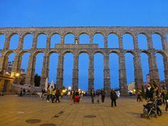 Vista nocturna del Acueducto de Segovia