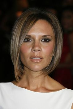 Looking for the best way to bob hairstyles 2019 to get new bob look hair ? It's a great idea to have bob hairstyle for women and girls who have hairstyle way. You can get adorable and stunning look with… Continue Reading → Pelo Corto Victoria Beckham, Victoria Beckham Short Hair, Victoria Beckham Hairstyles, Angled Bob Hairstyles, Short Pixie Haircuts, Bleach Blonde Bob, Dark Blonde Bobs, Celebrity Bobs, Celebrity Closets