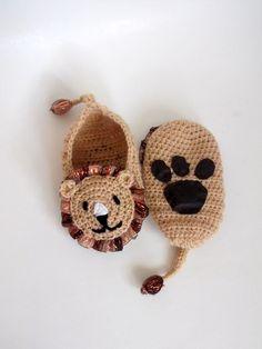 Crochet lion booties house shoesCrochet Baby by myknittingworld, $16.00