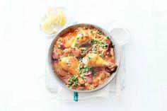 De bekende Spaanse paella maar dam met smeuïge kip - Recept - Allerhande