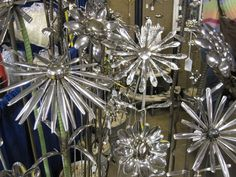 Glass yard art images - Bing Images-This site has tons of amazing garden art! Outdoor Crafts, Outdoor Art, Glass Flowers, Metal Flowers, Art Flowers, Metal Yard Art, Metal Art, Garden Crafts, Garden Art
