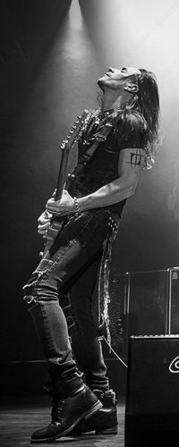 Nuno Bettencourt - THE best guitarist of our generation. I've seen Extreme live 5 times now and this man just gets better and better.