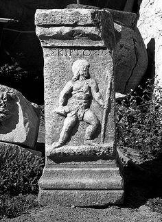 1st Century Gladiator Memorial - Skirtos