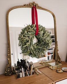 Simple Holiday Decorating Tips Merry Little Christmas, Christmas Is Coming, Christmas Love, All Things Christmas, Winter Christmas, Christmas Wreaths, Xmas, Christmas Cookies, Halloween Decorations