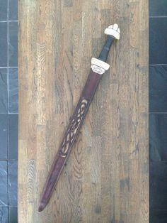 Mit sværd af Petersens type T. Originalen er fundet i floden Dnepr.