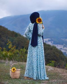 The particular scarf is the most essential bit inside clothing of ladies by using hijab.