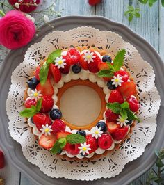 beautiful Pretty Cakes, Cute Cakes, Yummy Cakes, Birthday Cake Decorating, Cookie Decorating, Cake Decorated With Fruit, Sweet Recipes, Cake Recipes, Shapes Biscuits