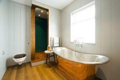 4 Warm Metal Fixture Inspirations to Brighten Up Your Bathroom