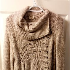 Cream Sweater ❣ Creme and comfy Anthropologie sweater ❣ Anthropologie Sweaters Cowl & Turtlenecks