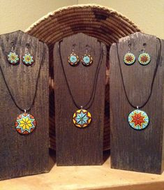 Gourd jewelry sets by Choctaw artist Cathy Nyman Native American Design, Native American Jewelry, Polymer Clay Pendant, Polymer Clay Earrings, Coconut Shell Crafts, Teracotta Jewellery, Jewelry Sets, Jewelry Making, Painted Gourds