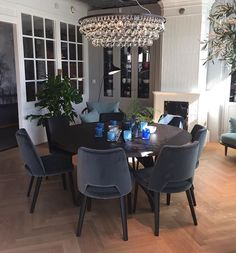 Enda en ny lampe er på plass i showroom og vi er strålende fornøyd med å kunne vise frem Arctic Pear i størrelsen 90 cm✨ Er den ikke flott? Vi… Conference Room, New Homes, Dining Table, Studio, Interior, Instagram Posts, Inspiration, Furniture, Home Decor