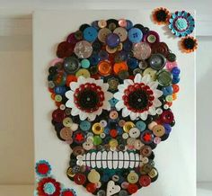 Button Art Canvas Day of the Dead Skull Roses by iheartbuttonsuk on Etsy… Crafts To Make, Arts And Crafts, Diy Crafts, Sugar Skull Art, Sugar Skulls, Sugar Skull Crafts, Day Of The Dead Skull, Ideias Diy, Button Crafts
