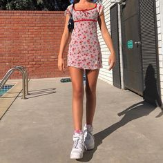 : Summer dresses + chunky sneakers = the perfect summer outfit // ? Indie Outfits, Retro Outfits, Trendy Outfits, Vintage Outfits, Cool Outfits, Holiday Outfits, Dress Vintage, Aesthetic Fashion, Look Fashion