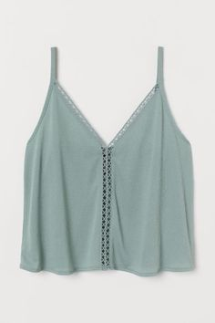H&M V-neck Camisole Top - Green Source by tops Cute Casual Outfits, Cute Summer Outfits, Spring Outfits, Cute Tank Tops, Cute Shirts, Cute Summer Shirts, Cute Summer Tops, Model Street Style, Teen Fashion Outfits