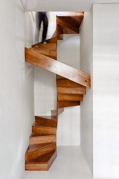 Binnenkant : Drie hele moooie trappen!