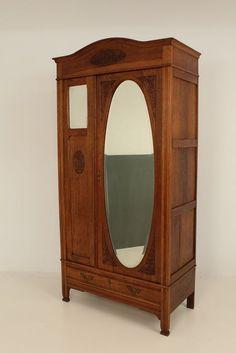 Online veilinghuis Catawiki: Fraaie eiken art nouveau linnenkast met originele facet geslepen spiegels