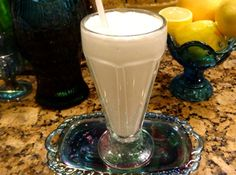 Bonnie's Low Carb Milkshakes: Calories Total Fat 3 g; Total Carbohydrate 1 g; Protein 1 g. Fruit Milkshake, Chocolate Milkshake, Chocolate Shake, Milkshake Recipes, Vanilla Milkshake, Healthy Milkshake, Smoothie Recipes, Low Carb Drinks, Low Carb Smoothies