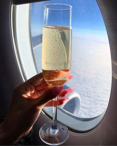 Womens Luxury Lifestyle Goals Private Jet Flying and Champagne Drinking Aerial V.- Womens Luxury Lifestyle Goals Private Jet Flying and Champagne Drinking Aerial View Millionaire Life Boujee Aesthetic, Travel Aesthetic, Boujee Lifestyle, Champagne Drinks, Cocktails, Mode Glamour, Rich Family, In Vino Veritas, Life Goals