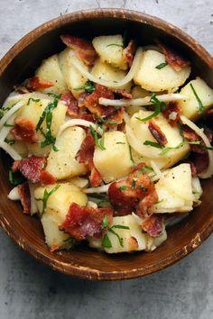 Kartoffelsalat mit Zwiebeln und Speck