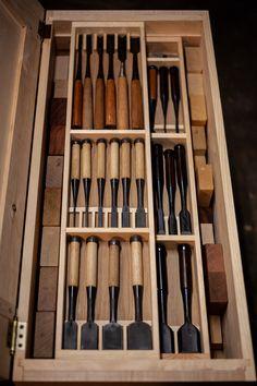 Hybrid Japanese and Western Tool Chest Zuye Zheng Medium Japanese Chisels, Japanese Carpentry, Japanese Woodworking Tools, Japanese Tools, Carpentry And Joinery, Japanese Joinery, Woodworking Shop Layout, Carpentry Tools, Woodworking Workbench