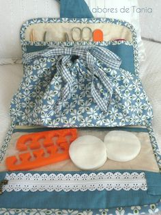 Coin Purse, Organization, Couture, Quilts, Purses, Wallet, Pillows, Fabric Crafts, Handmade Crafts