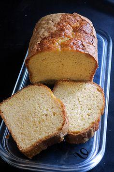 """""""L'illustre cake au yaourt"""" Celui que tout le monde connait... Celui qui est de tous les goûters… tout moelleux, tout doux Si tendre, que les enfants en redemandent, encore et encore… !  #goûter #cake #yaourt Bon Dessert, Yogurt Cake, Mets, Banana Bread, Muffins, Cooking, Desserts, Pain, Cakes"""