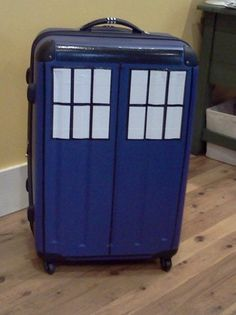 TARDIS luggage. WANT WANT WANT