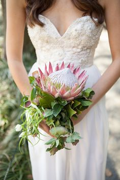 King protea bouquet by Karma Flowers, photo by Alexis June Weddings, hair piece by Hushed Commotion. Gorgeous! @Patricia Smith Smith Smith W/  Karma Flowers & Trunk Vintage Rentals @Marianne Glass Burchard Design {Alexis June Weddings} @hushedCOMMOTION