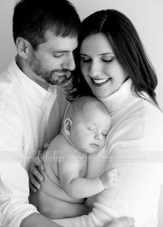 parents + 3 month old baby - Motherhood & Child Photos 3 Month Old Baby Pictures, Three Month Old Baby, Baby Family Pictures, 2 Month Old Baby, Newborn Pictures, Baby Photos, Mom Dad Baby, Baby Baby, Daddy