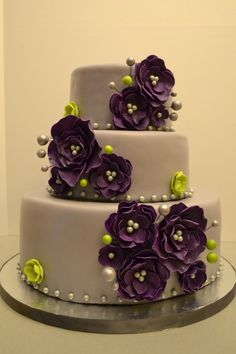 LOVE this.... but maybe white cake - those exact flowers but grey where the green is?