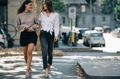 An Italian style lesson with the Tordini sisters Italian Chic, Italian Style, World Of Fashion, Fashion News, Fashion Outfits, Fashion Fashion, Vintage Fashion, Summer Outfits 2017, Street Style Summer