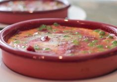 Recetas - Huevos al Plato Chorizo, Cheeseburger Chowder, Soup, Easy Meals, Snap Peas, Tomato Gravy, Eggs, Soups