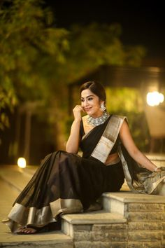 """Glittering with gorgeous Sari Design, Black Saree, Saree Styles, Saree Blouse Designs, Indian Designer Wear, Saree Collection, Saree Wedding, Indian Sarees, Indian Bridal"