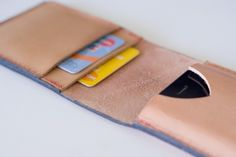 DIY Leather Wallet Tutorial/ this is great and the finishing detail is superb!