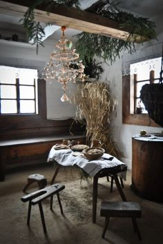 Straw as a 'magickal barrier', and other Christmas decorations from Polish folklore – Lamus Dworski