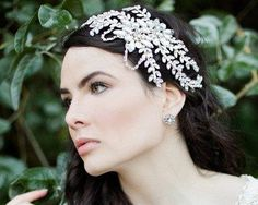 Make a captivating and stunning statement with this nature inspired bridal headpiece. Combining sparkling crystals with textural pearl detailing.