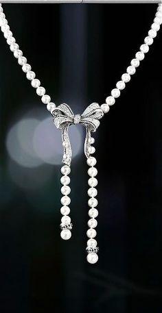 audreylovesparis:  Vintage Chanel                                                                                                                                                                                 Mehr