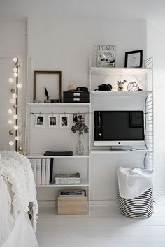 small bedroom decor ideas modular shelf kleines Schlafzimmer Dekor Ideen modulares Regal Related posts: No related posts. Small Apartment Storage, Small Apartment Bedrooms, Apartment Bedroom Decor, Apartment Living, Diy Bedroom, Apartment Therapy, Apartment Ideas, Storage Spaces, Apartment Furniture