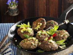 Frikadellen auf Berner Art (Hacktäschli) ist ein Rezept mit frischen Zutaten aus der Kategorie Fleisch. Probieren Sie dieses und weitere Rezepte von EAT SMARTER!