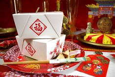 Why not serve the food at your Chinese New Year party in these traditional Chinese food boxes? Complete your Chinese-themed party with chopsticks, fortune cookies and paper lanterns! Chinese New Year 2016, Chinese New Year Food, Chinese New Year Party, New Years Party, 70th Birthday Parties, Themed Parties, Asian Party Themes, Party Ideas, Cny 2017