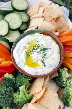 This Authentic Tzatziki Sauce (Greek Cucumber Yogurt Sauce) is SO easy to make! Use as a dip, as a spread on sandwiches or gyros, or mix into chicken or tuna salad. Healthy Chocolate Cookies, Banana Oat Cookies, Healthy Tuna Salad, Healthy Snacks, Healthy Recipes, Healthy Eats, Vegetarian Recipes, Cucumber Yogurt Sauce, Cucumber Cups