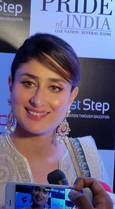 Kareena Kapoor Khan is All Smiles At The 'Pride of India' Summit | PINKVILLA