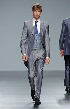 Metrópoli es el nombre elegido por Fuentecapala para su nueva colección de trajes de novio 2016, inspirada en edificios emblemáticos de New York, Sidney,  Copenhage, Connecticut y Vietnam. http://iqgvblog.com/2015/06/07/trajes-para-novio/