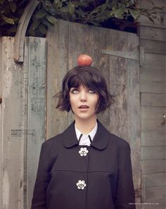 20 Best Short Messy Bob Hairstyles Love to sport short hairstyles but bored of the regular bob? How about trying out a messy unique look? Messy Bob Hairstyles, Short Hairstyles For Women, Pretty Hairstyles, Good Hair Day, Great Hair, Blunt Bob With Bangs, Big Bangs, Short Bangs, Unordentlicher Bob
