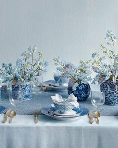 serene centerpieces of blue, chinoiserie-esque containers, blue runner, texture provides such visual interest #wedding