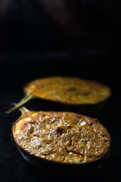 Baked Eggplant with Indian Spices Spicy Eggplant, Baked Eggplant, Indian Food Recipes, Real Food Recipes, Yummy Food, Yummy Yummy, Vegetable Recipes, Vegetarian Recipes, Veggie Food