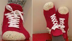 Com o friozinho chegando, nada melhor que crochetar para toda família, meias originais                   Aqui um foto tutorial de um modelo ...